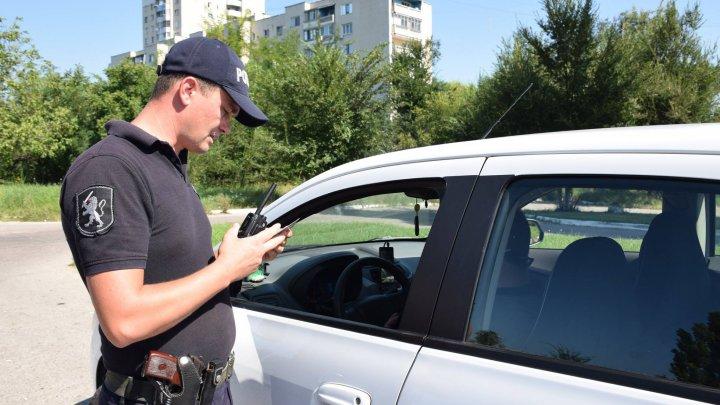 Nicio zi fără încălcări: Opt şoferi au fost prinşi băuţi la volan, iar alţi 13 conduceau fără permis