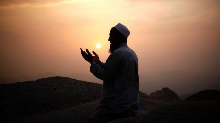 China tratează islamul ca pe o boală mintală: Mai mulţi oameni, forțați să mănânce porc și să consume alcool