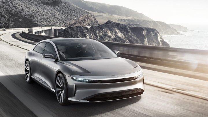 Lovitură pentru Musk! Fondul suveran al Arabiei Saudite vrea să investească un miliard de dolari în concurentul Tesla