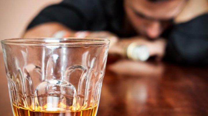 Leacul recomandat de nutriționiști după mahmureală. Neutralizează alcoolul