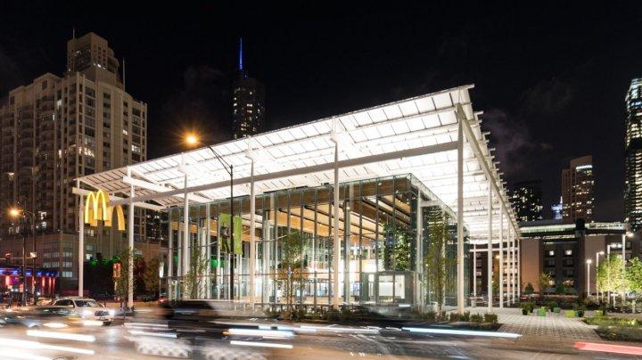 McDonald's a deschis un nou magazin Apple în Chicago. Clienţii, lăsaţi fără cuvinte