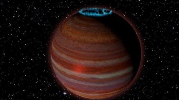 O planetă recent descoperită plutește în spațiu și are o auroră boreală extraordinară