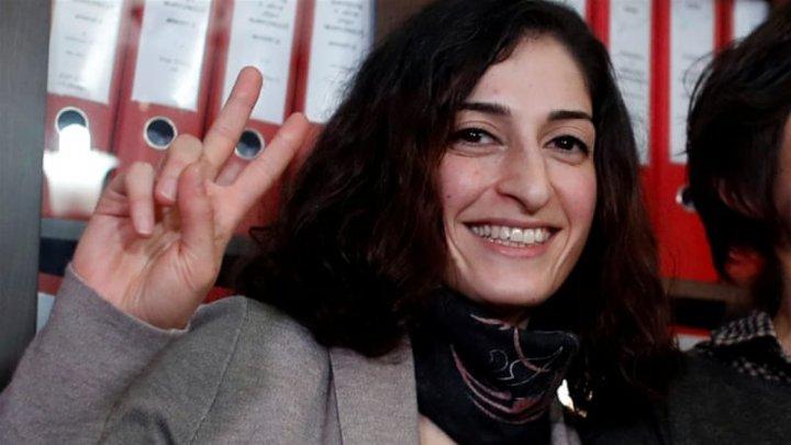 Turcia permite jurnalistei germane Mesale Tolu, acuzate de terorism, să părăsească ţara