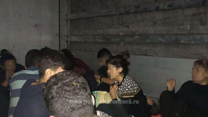 33 de migranţi din Irak, între care 11 copii, au fost descoperiţi la Nădlac ascunşi într-un TIR turcesc