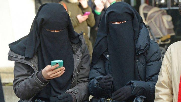Poliţia daneză a aplicat prima amendă pentru portul în public al vălului islamic