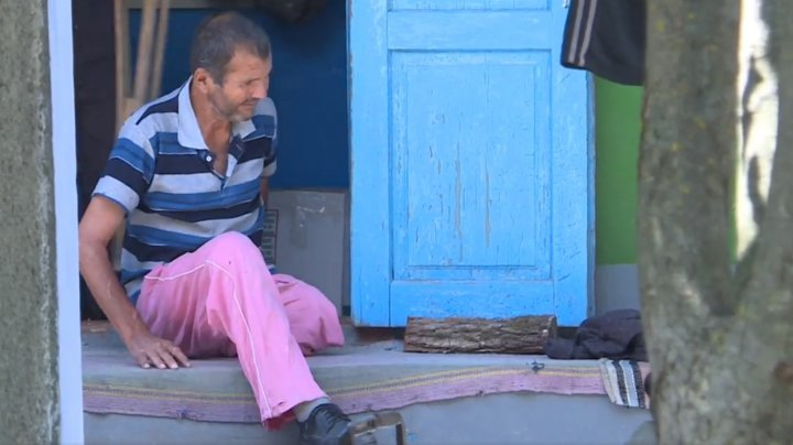 Un străin printre apropiați la Vorbește Moldova. Află povestea bărbatului bolnav și neputincios care a rămas de unul singur