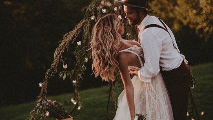 REGULI pe care să le respecţi CU STRICTEŢE ca să arați bine. Află care este cel mai inedit dress code de nuntă
