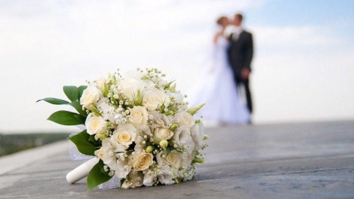 Un mire a fugit de la propria lui nuntă cu plicul în care se aflau toți banii