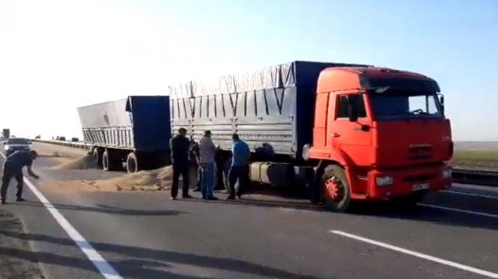 Doi oameni au murit, iar 26 au fost răniţi în Stavropol, după ce un autobuz s-a ciocnit violent cu un camion