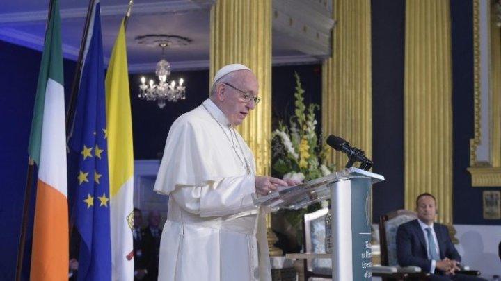 Papa Francisc s-a întâlnit în Irlanda cu victimele abuzurilor comise de preoţi