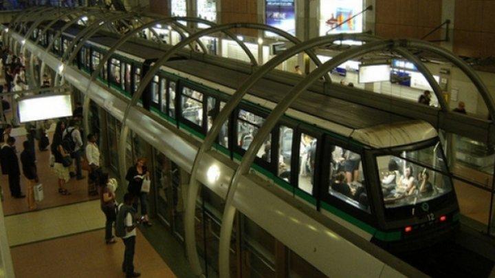 O linie a metroului din Paris a fost paralizată câteva ore. Sute de pasageri evacuaţi