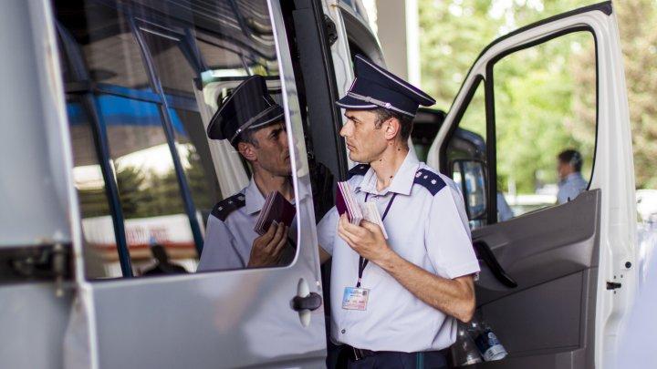 Permis de conducere şi buletin românesc, FALSE, depistate la frontieră. Unde urmau să ajungă moldovenii