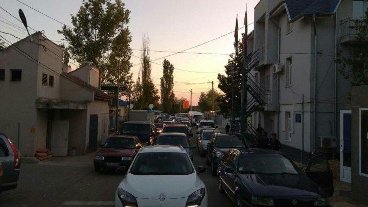 VESTE BUNĂ pentru călători. Cozile URIAŞE de la frontiera cu Ucraina vor fi evitate