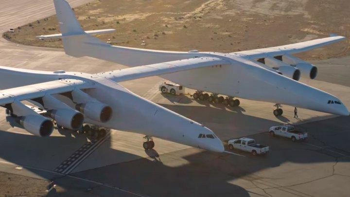 Când va lansa gigantul Stratolaunch, cel mai mare avion din lume, rachete în spațiul cosmic
