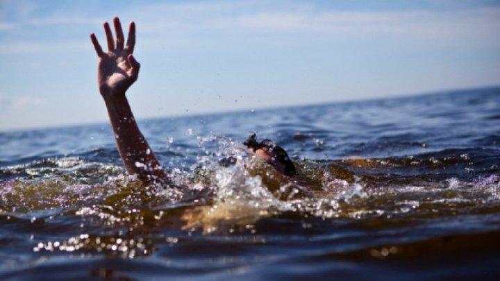 DETALII NOI despre tânărul care s-a ÎNECAT într-o piscină din Soroca. Băiatul a fost adus cu un elicopter SMURD la IMC
