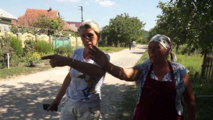 Scandal din cauza averii la Căuşeni. O femeie şi-a dat mama afară după ce a primit casa moştenire (VIDEO)