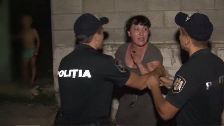 SCANDAL MONSTRU între doi concubini din Ghidighici sub privirile copiilor. Femeia a luat un cuţit şi l-a tăiat la mână pe bărbat (VIDEO)