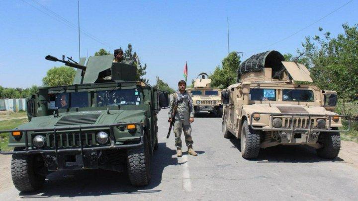 Insurgenţi talibani au răpit mai mult de 100 de pasageri din trei autobuze în nordul Afganistanului