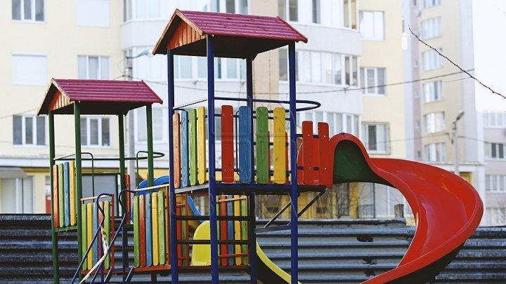 Veste bună pentru copii. Un nou teren de joacă a fost deschis în oraşul Ialoveni