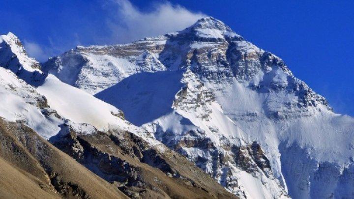 Muntele Everest va fi curățit de cadavrele alpiniştilor care au murit la peste 8.000 de metri altitudine