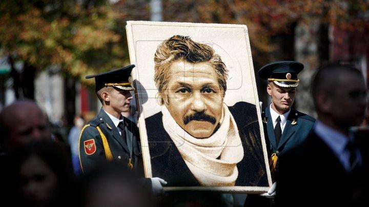 Bustul regretatului actor Mihai Volontir, care urmează a fi instalat pe Aleea Clasicilor din Bălți, ar putea fi realizat din bronz