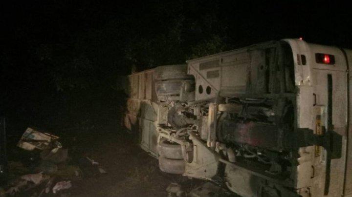 IMAGINI DRAMATICE. Trei MORŢI și 13 RĂNIŢI într-un ACCIDENT TERIBIL la Ștefan Vodă