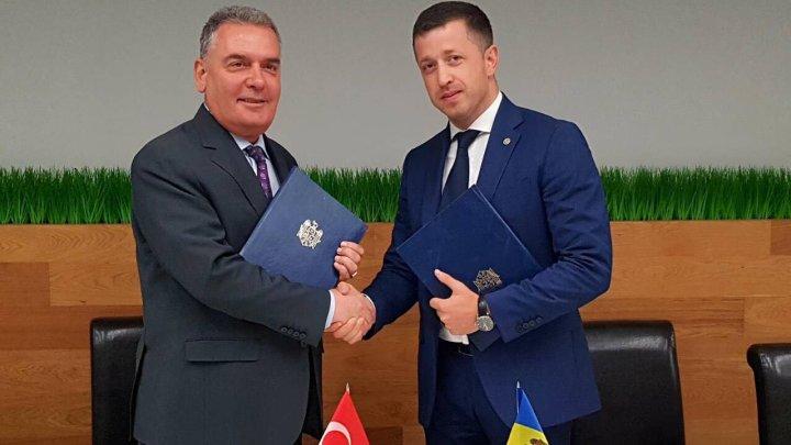 Au fost parafate modificările Acordului dintre Guvernul Moldovei și Guvernul Turciei cu privire la transportul rutier international