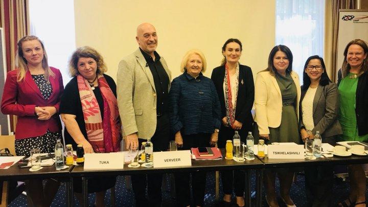 Cristina Lesnic: Femeile pot contribui la asigurarea păcii şi securităţii