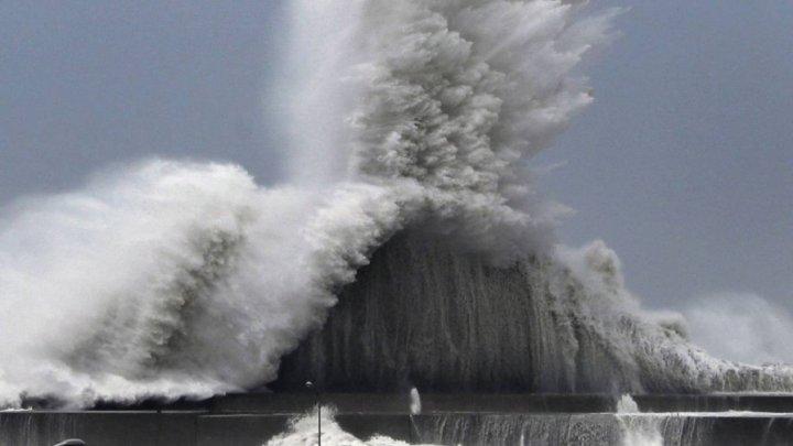 Puternicul taifun Trami se îndrepta către extremitatea sudică a Japoniei