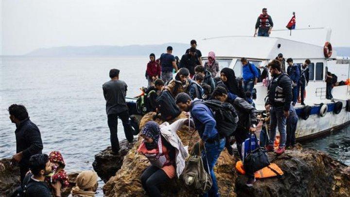 """Taberele de refugiaţi de pe insuele greceşti sunt suprapopulate. Situaţia este """"la limită"""""""