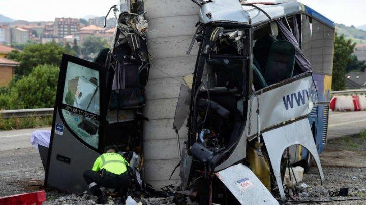Accident grav în Spania. Cel puţin patru persoane decedate şi 16 rănite