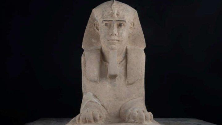 DESCOPERIRE UIMITOARE! Arheologii egipteni au găsit un sfinx din gresie într-un templu din Aswan