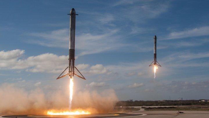 SpaceX a anunțat primul său client pentru o călătorie în jurul Lunii
