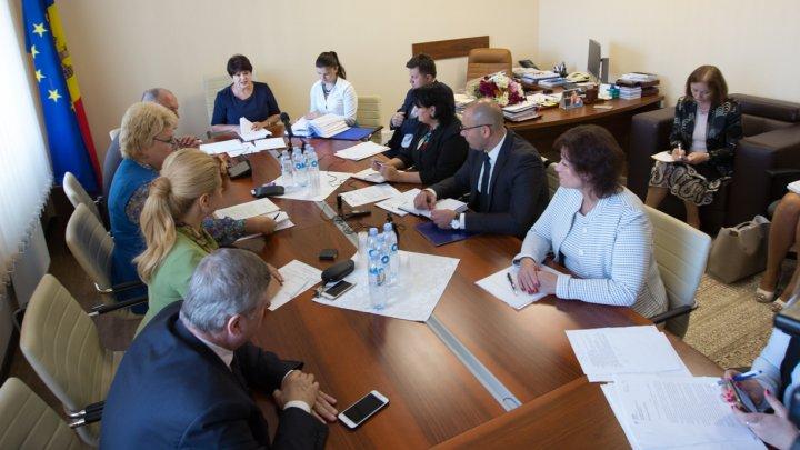 Premieră în Parlament. Deputații au examinat prima evaluare ex-post de impact a unei legi