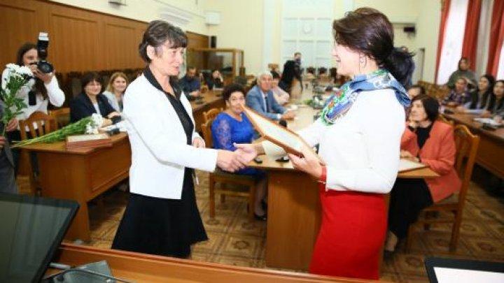 Pentru o viață activă la orice vârstă! 11 bătrâni din toată ţara au primit diplome de onoare şi premii din partea Ministerului Sănătăţii, Muncii şi Protecţiei Sociale