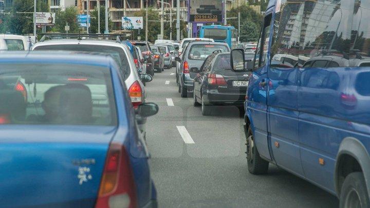 Ambuteiaje în Chișinău. Străzile pe care se circulă cu dificultate