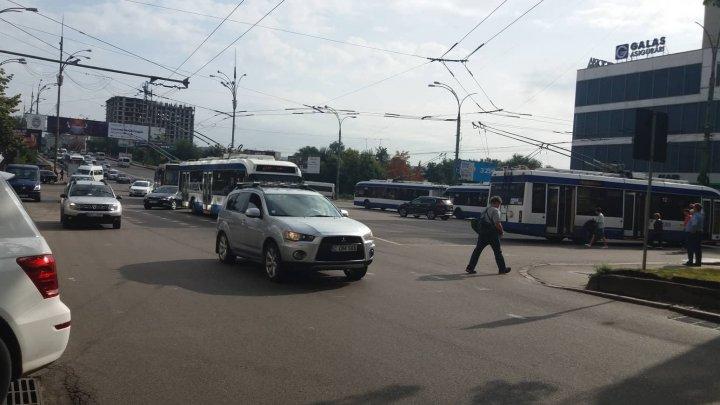 Circulaţia pe strada Ştefan Cel Mare din Capitală, reluată. Cauza suspendării