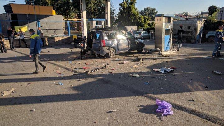 A SCĂPAT CA PRIN MINUNE după ce i-a EXPLODAT maşina în timpul alimentării la o benzinărie din Chișinău (GALERIE FOTO)