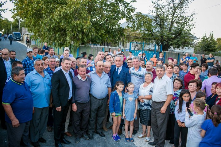 DRUM MODERNIZAT LA MICLEUŞENI. Vlad Plahotniuc a participat la inaugurarea tronsonului reabilitat (GALERIE FOTO)