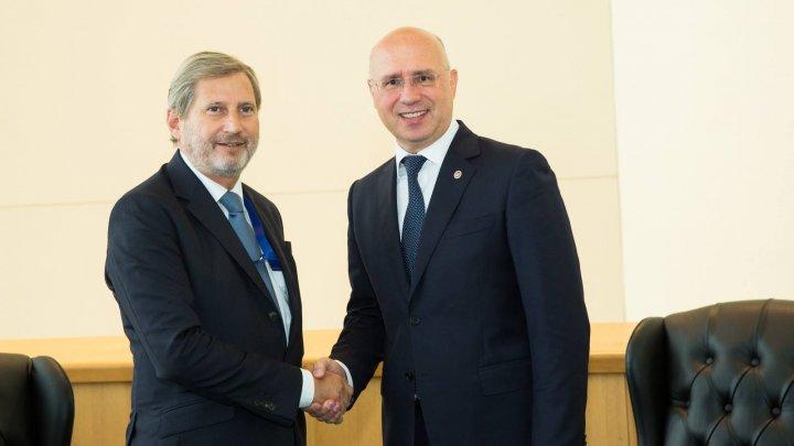 Pavel Filip, la întâlnirea cu Johannes Hahn: Locul Republicii Moldova este în Europa
