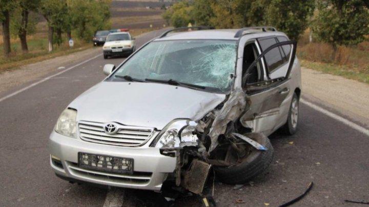 Accident GRAV la Drochia. Două mașini s-au ciocnit violent (FOTO)