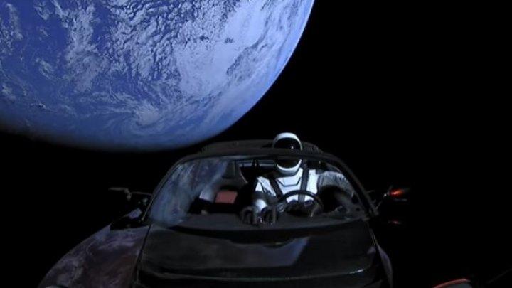 SpaceX a anunţat primele detalii despre misiunea turistică din jurul Lunii