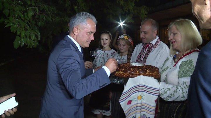 Vlad Plahotniuc la hramul localității Vărzăreşti. Liderul democrat i-a îndemnat să pună umărul la dezvoltarea localităţii