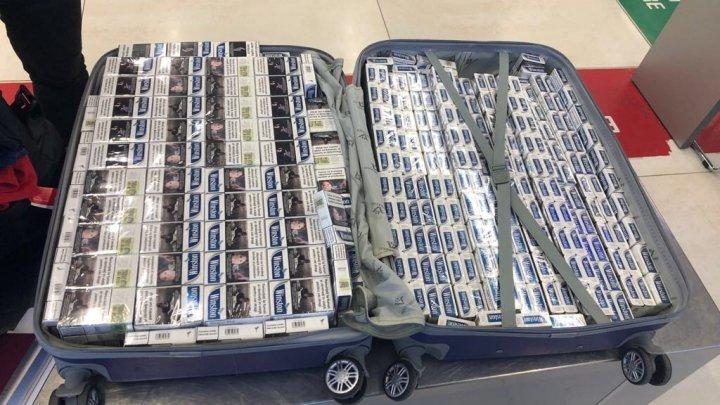 Cu țigările la aeroport. Un moldovean a încercat să facă 3000 de euro cu un geamantan plin de țigări pentru Anglia