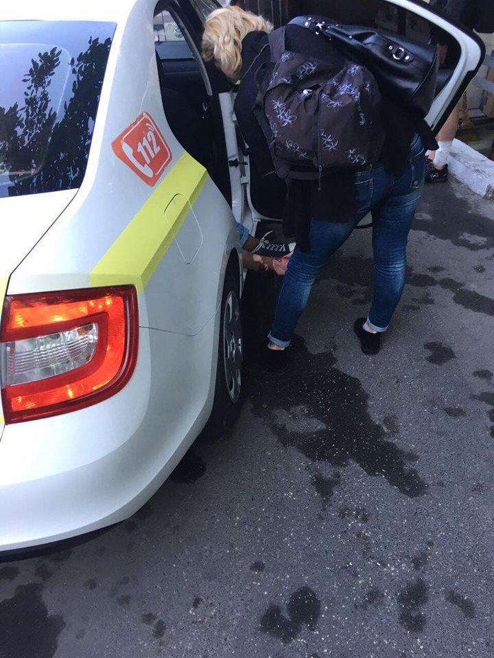 ACCIDENT DE GROAZĂ la intrarea în Durleşti: O tânără, lovită de un microbuz de linie pe o trecere de pietoni (FOTO)