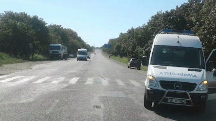 ACCIDENT MORTAL pe traseul Chişinău-Bălţi. O femeie, spulberată după ce un şofer a efectuat o manevră nereuşită