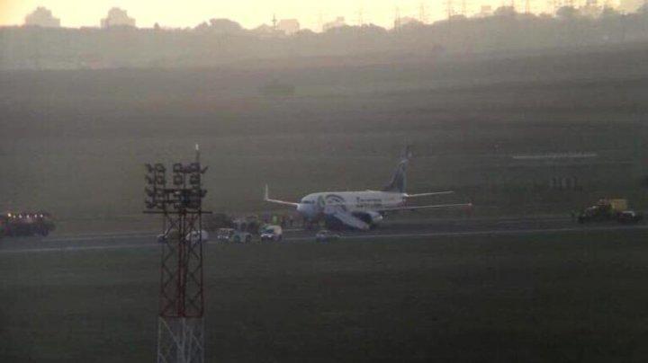 Un avion a făcut pană în momentul în care a aterizat pe pista aeroportului din Belgrad. Mii de pasageri, blocați