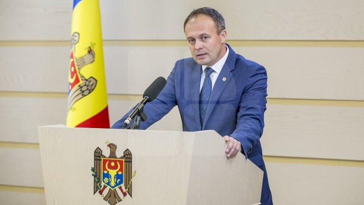 Candu a solicitat organizarea unor audieri parlamentare în cazul expulzării din țară a 7 cetățeni străini