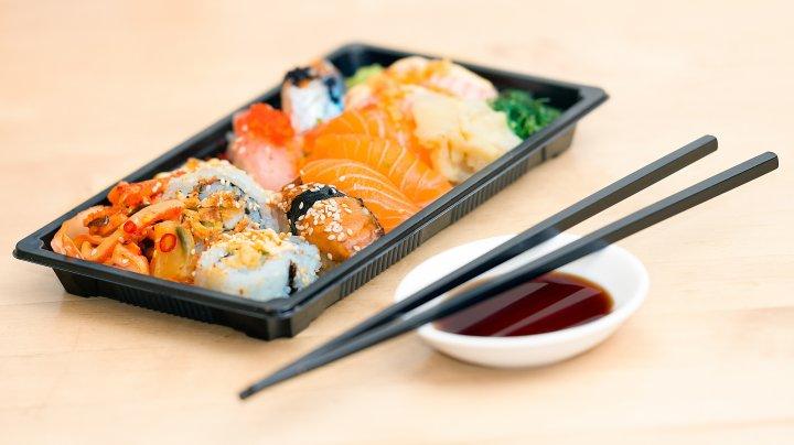 Un bărbat a rămas fără o mână după ce a mâncat sushi. Medicii nu au avut altă soluţie