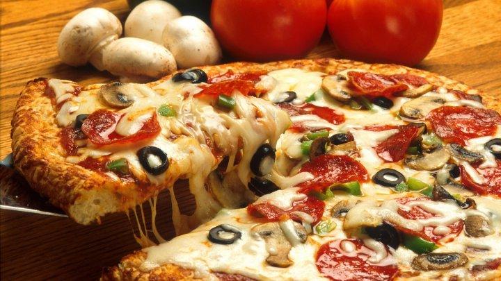 Campanie neobişnuită în Rusia: Ce trebuie să facă oamenii pentru a primi pizza gratuită toată viaţa